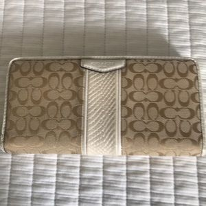 Coach Wallet Tan and Cream. Perfect Condition